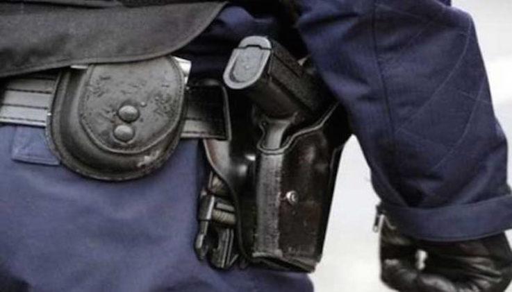 """اشهار السلاح للقبض على """"مشرمل"""" اعتدى على المواطنين والشرطة"""