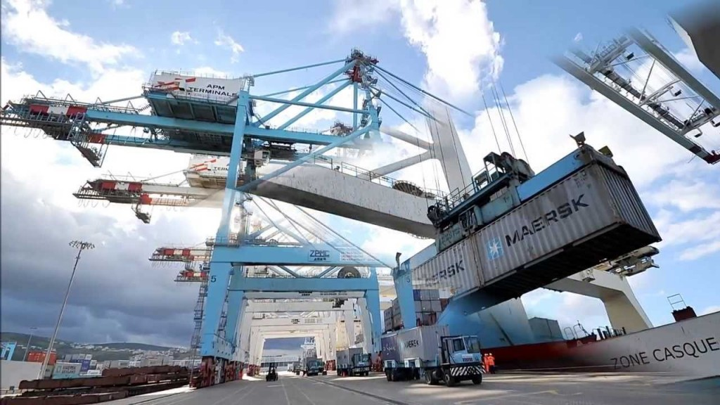 فيديو .. أكبر ناقلة حاويات في العالم ترسو بميناء طنجة المتوسطي