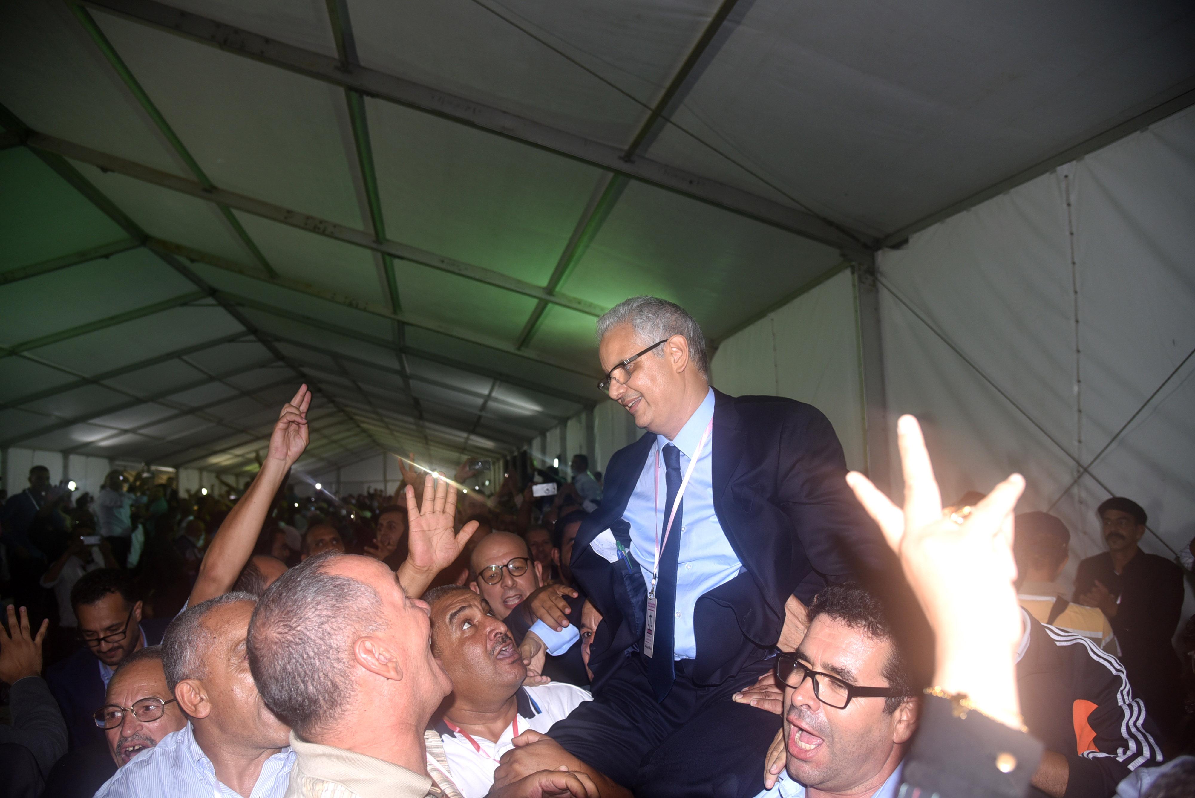 الملك يهنئ نزار بركة على إثر انتخابه أمينا عاما لحزب الاستقلال