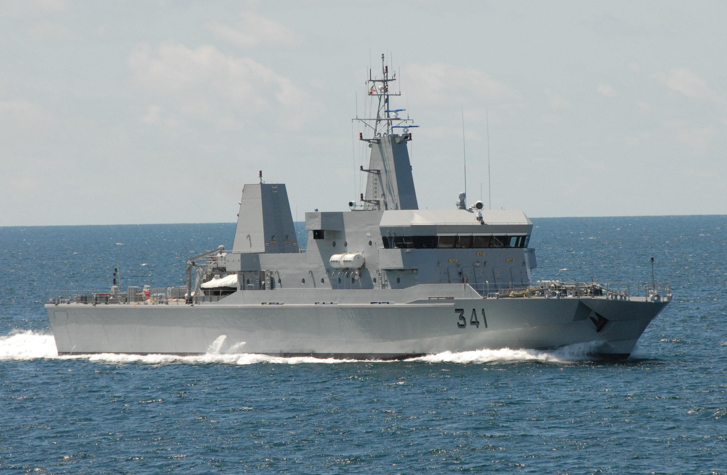 البحرية الملكية تنقذ أكثر من 90 مهاجرا سريا بعرض البحر