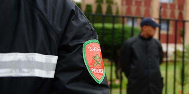 """أمن مراكش يطيح بـ""""بوليسي"""" مزور وبحوزته أصفاد وغشاء مسدس"""