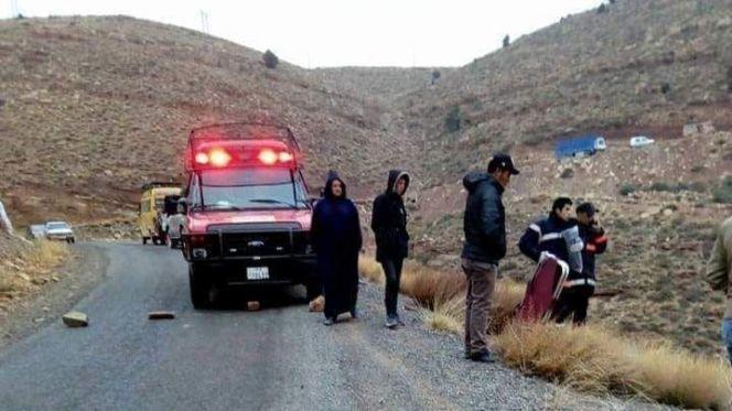 قتيلان وإصابات متفاوتة في حادثة انقلاب شاحنة أغنام العيد بأزيلال