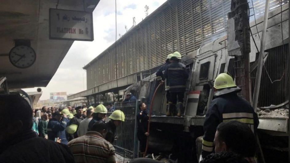 قتلى وجرحى في إندلاع حريق بمحطة قطار في مصر .. فيديو