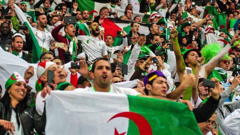 الجزائر تجند الطائرات لنقل الجماهير إلى مصر