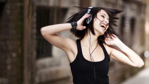 ماهي  الـ10 أغاني التي تجعلك تشعر بالسعادة؟
