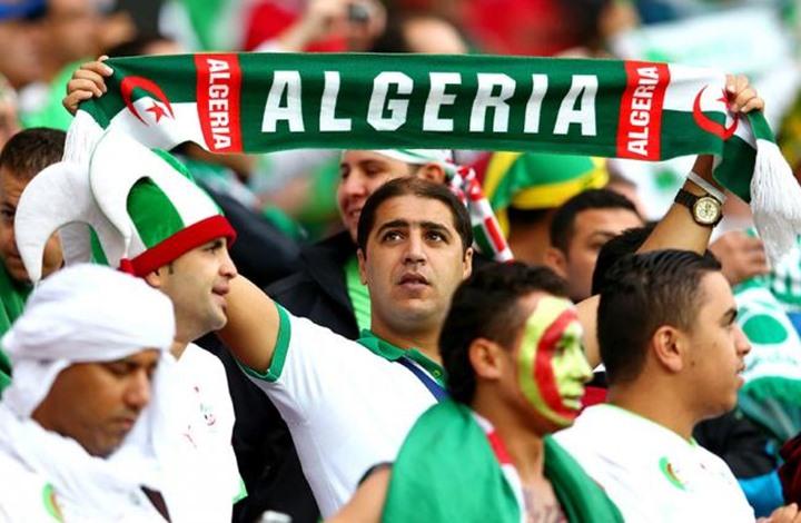 ترحيل 3 مشجعين جزائرين من مصر بسبب السياسة