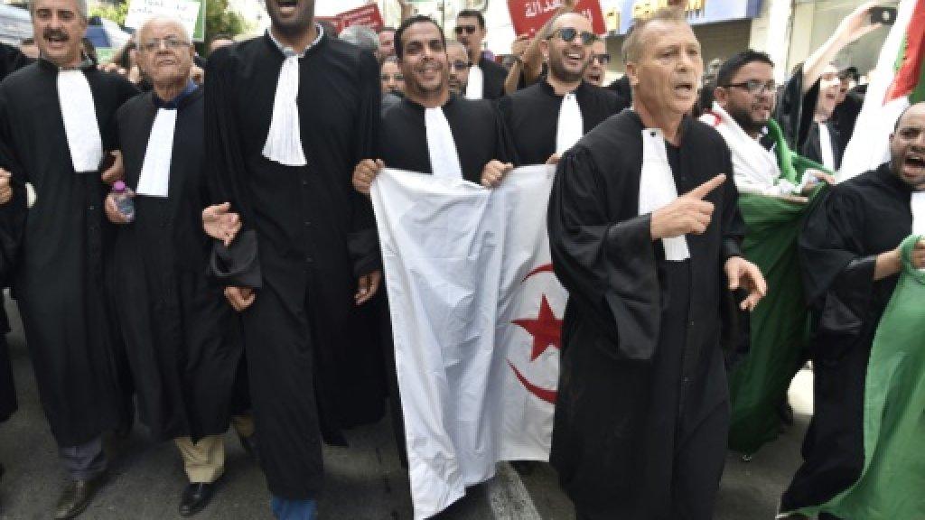 محامون يتظاهرون في الجزائر للمطالبة باستقلالية القضاء