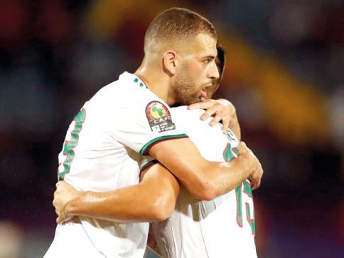 الجزائر تفوز على غينيا وتتأهل إلى ربع النهائي