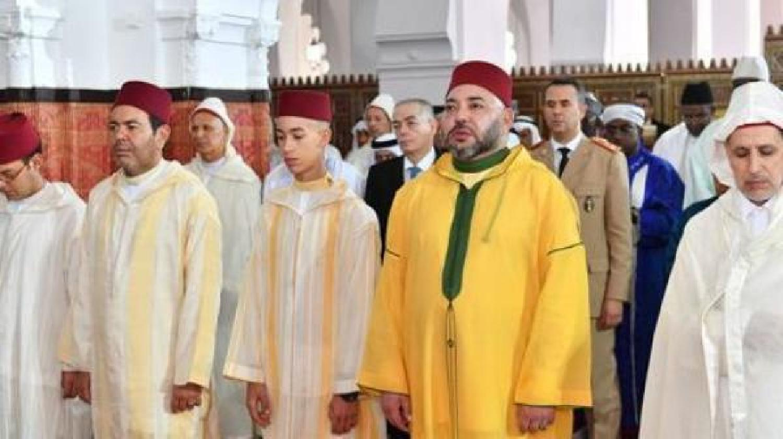 أمير المؤمنين يؤدي صلاة الجمعة بالصويرة