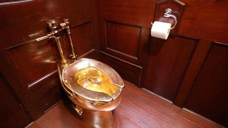 سرقة مرحاض من الذهب من قصر  بإنجلترا