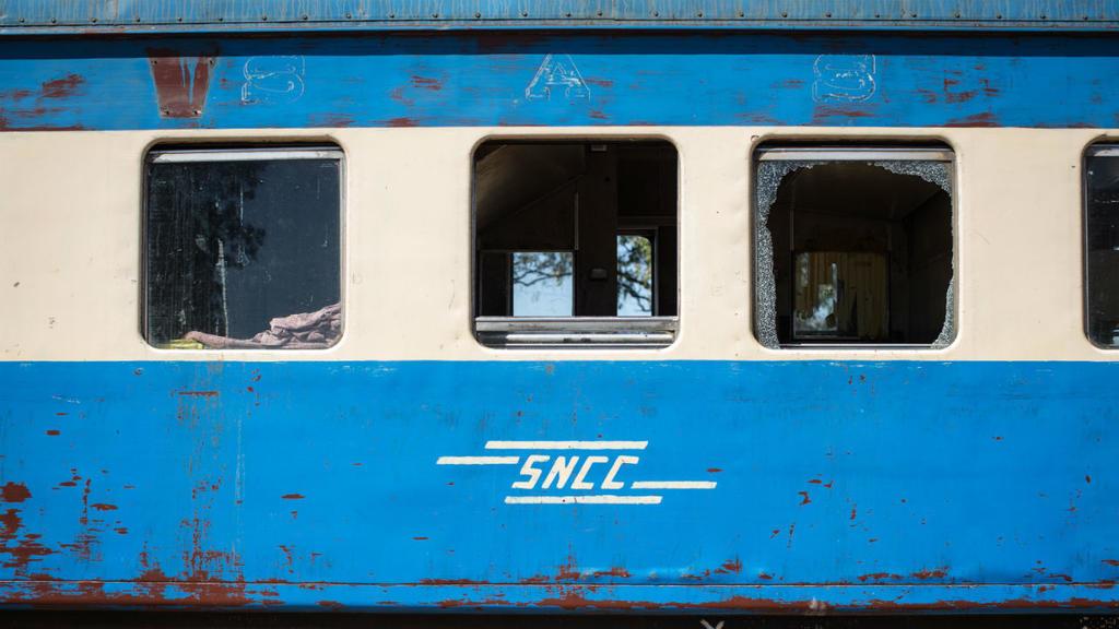 مقتل 50 شخصا على الأقل في انحراف قطار عن سكته بالكونغو الديمقراطية