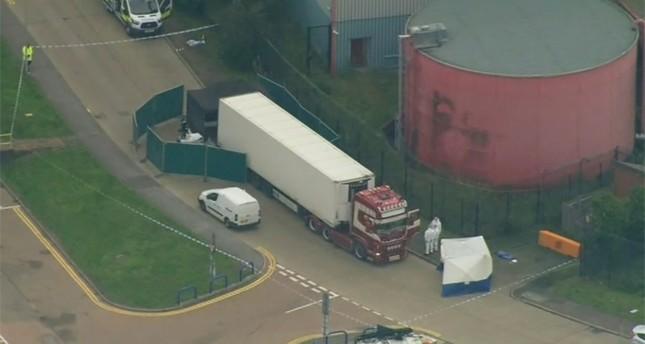 الشرطة البريطانية تعثر على 39 جثة داخل شاحنة (فيديو)