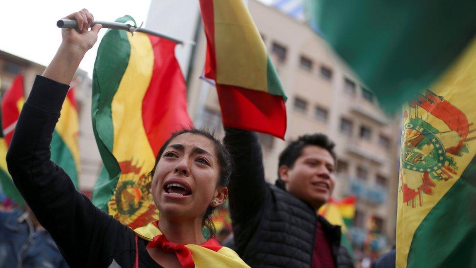 استقالة رئيس بوليفيا بعد 3 أسابيع من الاحتجاجات