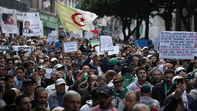 باحثون يقيمون الحراك الجزائري بعد عام على انطلاق شرارته