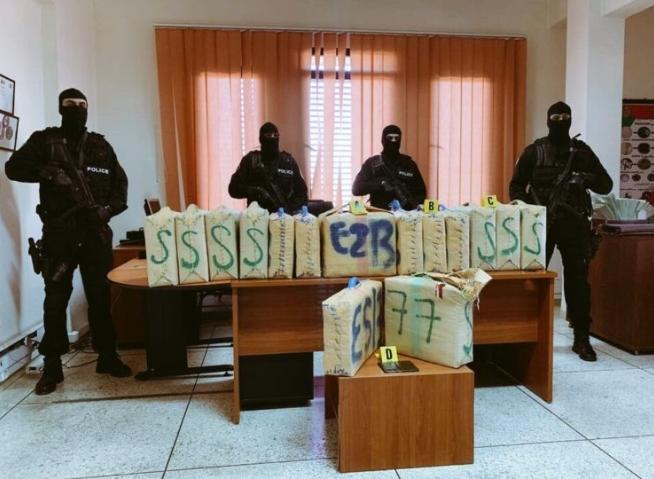 """أمن مراكش يجهض عملية تهريب 380 كيلو من مخدر """"الحشيش"""" (صور)"""