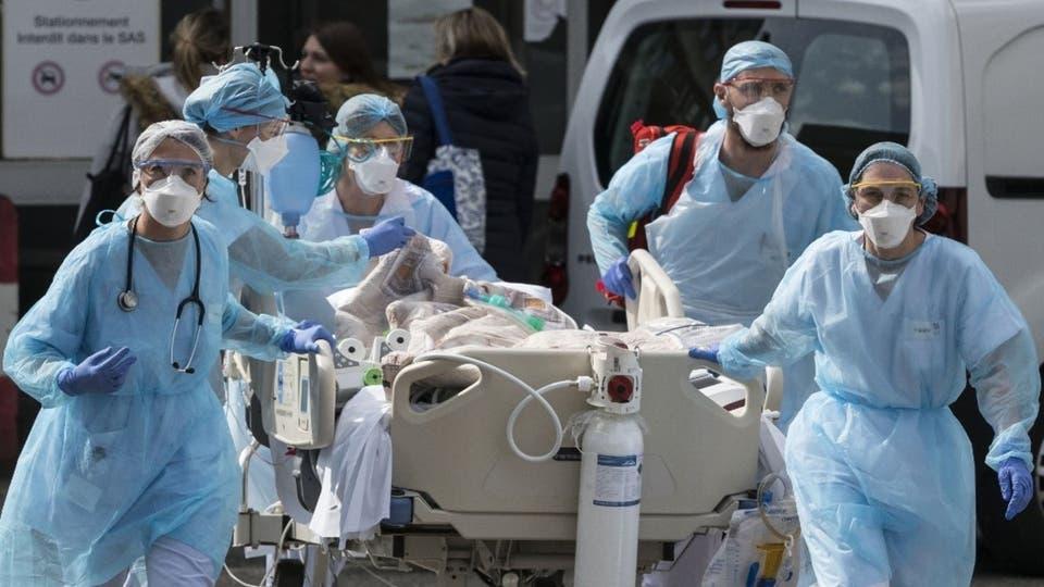 فيروس كورونا: يوميات طبيب بين الإحباط من كثرة الوفيات والتفاؤل بهزم الوباء