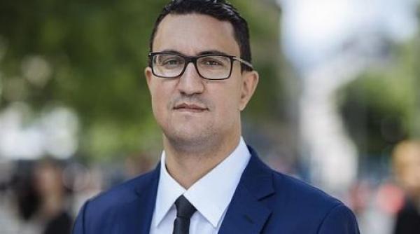 """برلماني فرنسي من أصل مغربي يلجأ للقضاء بشأن تصريحات """"مهينة"""" و""""تمييزية"""" ضد الأفارقة"""