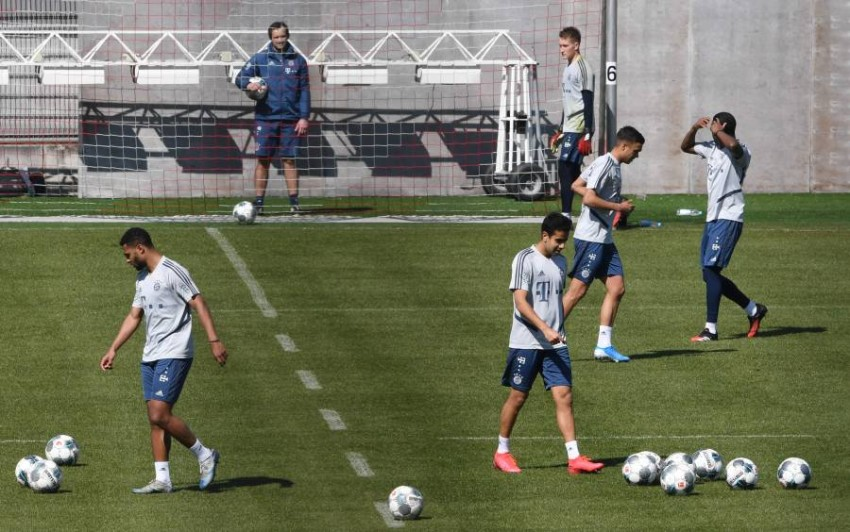 لاعبو بايرن ميونخ يعودون إلى التدريب في الملعب بعد توقف بسبب كورونا