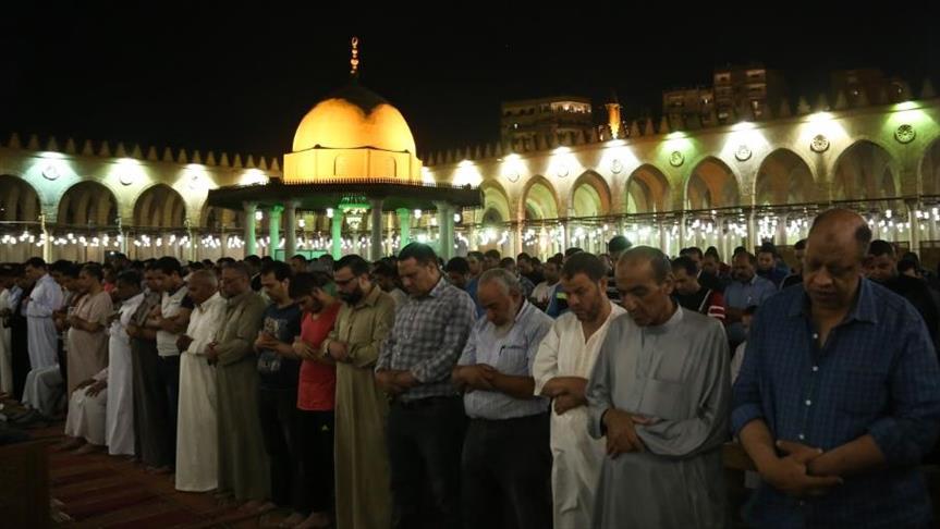 كورونا يمنع التراويح والإعتكاف في رمضان بمصر