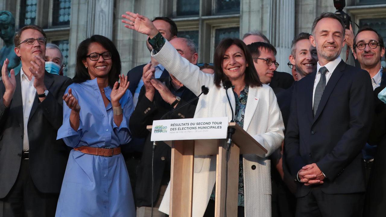 آن هيدالغو تحتفظ برئاسة بلدية باريس بفوزها على رشيدة داتي