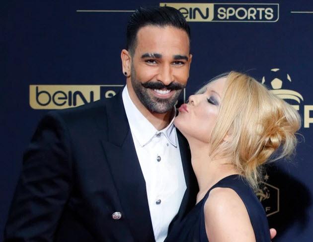 صديق عادل رامي يكشف تفاصيل علاقته الحميمية مع باميلا أندرسون