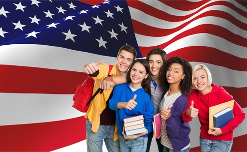 الولايات المتحدة تطالب الطلبة الأجانب بمغادرة أراضيها