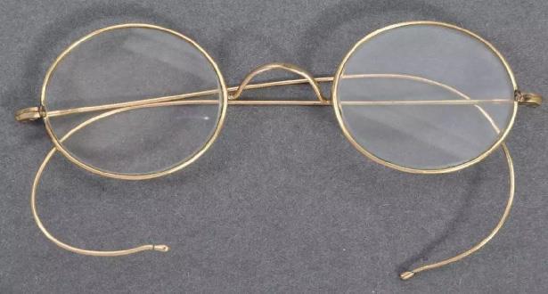 بيع نظارات غاندي بأكثر من 300 ألف دولار