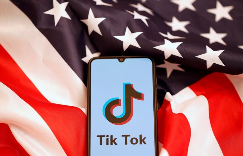 """قلق على تطبيق """"تيك توك"""" بين التهديدات بحظره ومفاوضات لبيعه"""
