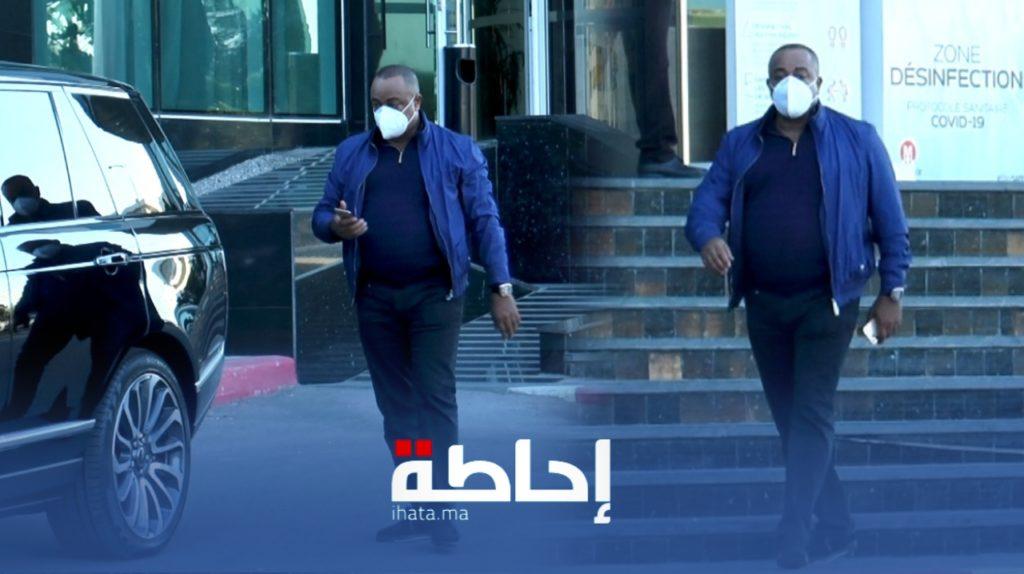 بالفيديو.. الناصيري رئيس الوداد يغادر الفندق قبل الهزيمة أمام الاهلي