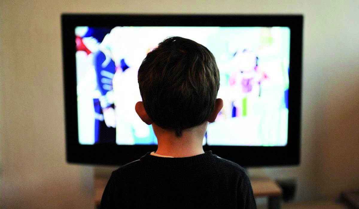 حماية الأبناء من مشاهد العنف على الشاشة هاجس يؤرق الآباء