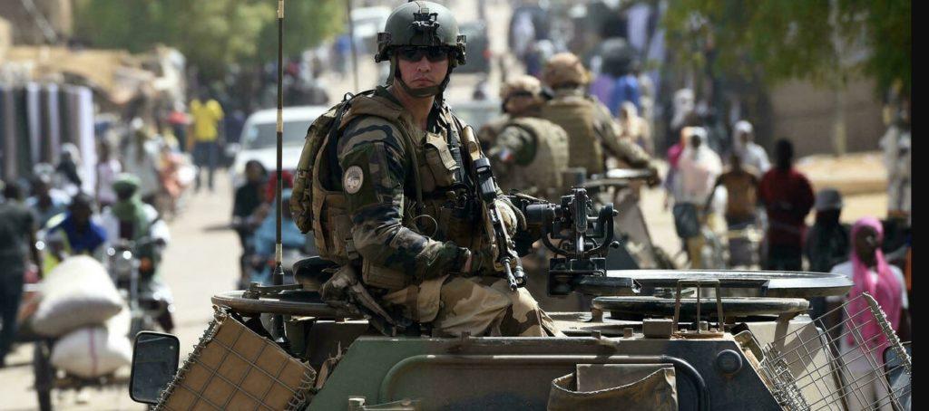 """ماكرون: القوات الفرنسية قتلت زعيم تنظيم """"داهش"""" في الصحراء الكبرى ومرتزقة """"البوليساريو"""""""